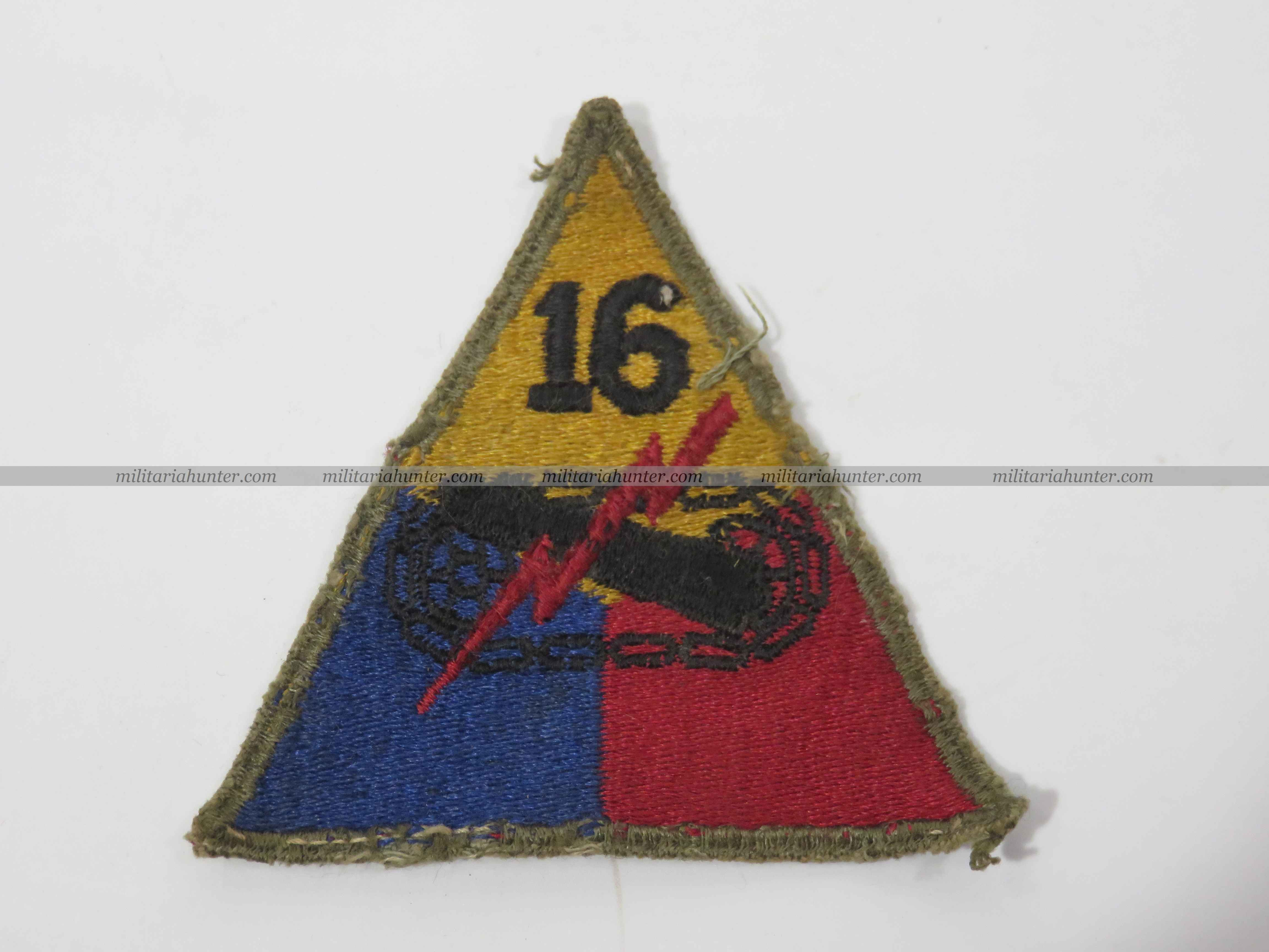 militaria : Original ww2 16th Armoured cut edge patch