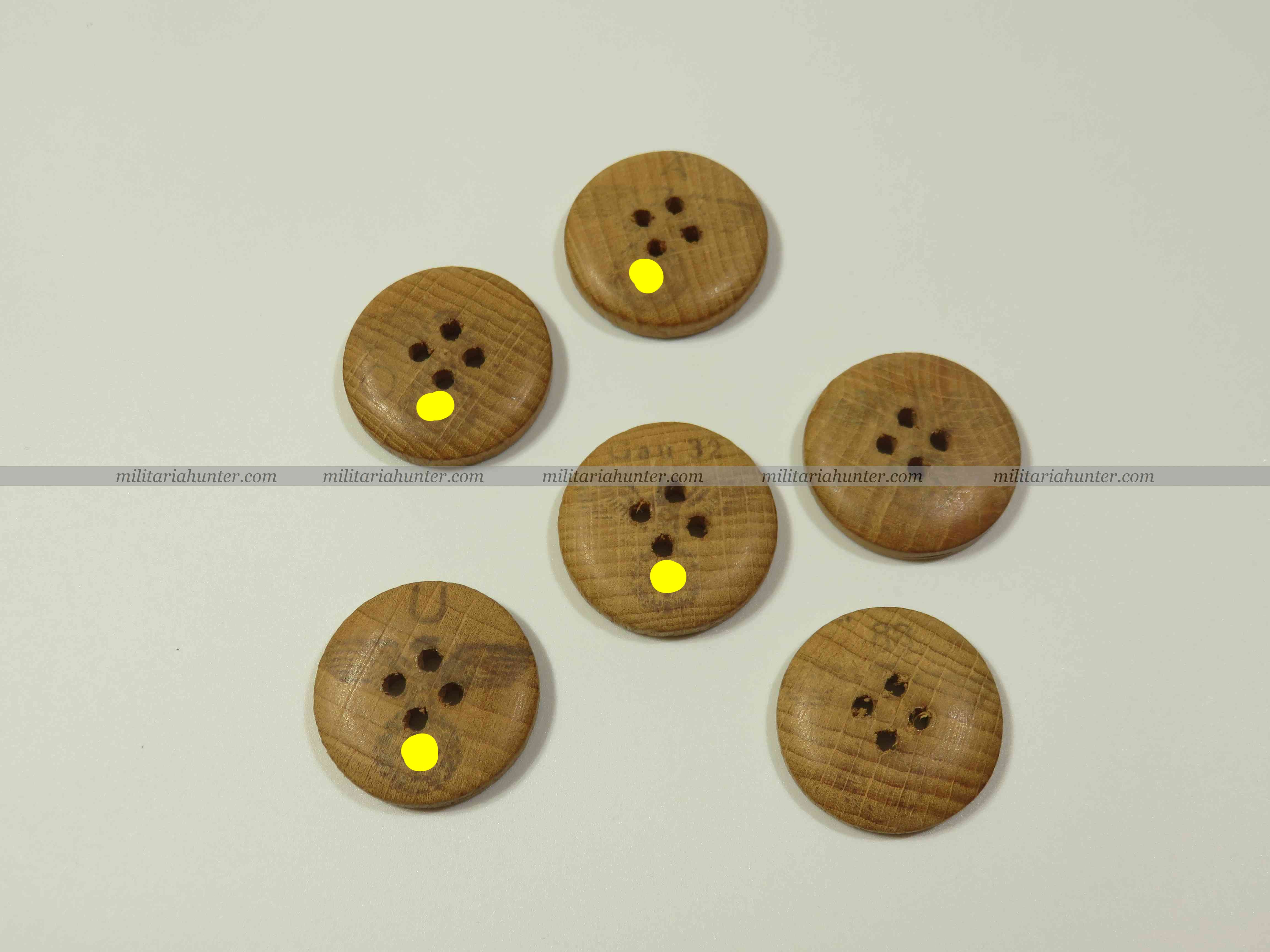 militaria : ww2 german wooden buttons with eagle stamp